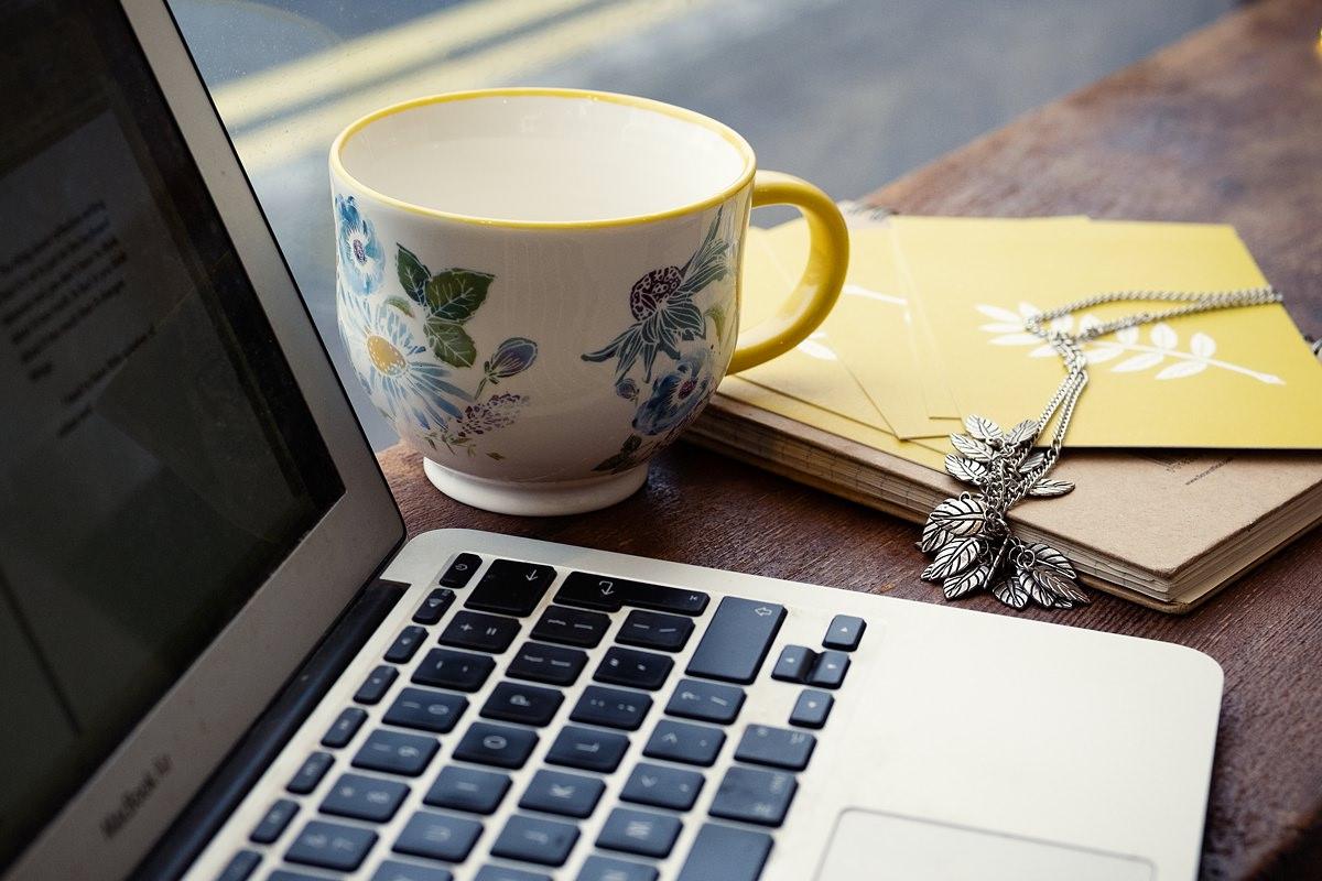 gayle-johnson-writer-loves-black-coffee-landscape